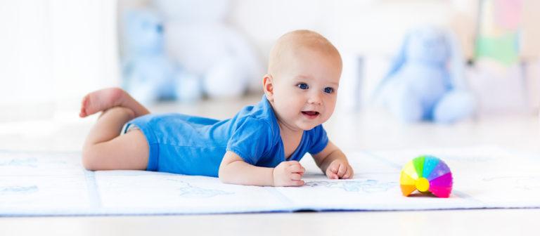 Hvorfor bør babyen ligge på magen